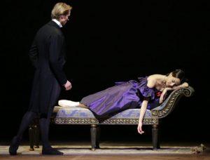 La-Dame-aux-camelias-Nicoletta-Manni-Timofej-Andrijashenko-ph-Brescia-e-Amisano-Teatro-alla-Scala-2-300x228